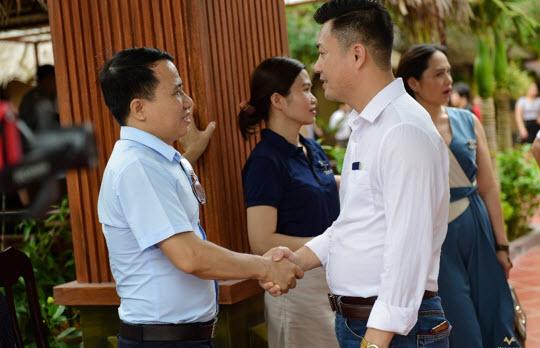 Cái bắt tay mang đầy hy vọng về một sự hợp tác thành công và bền vững trong lương tai