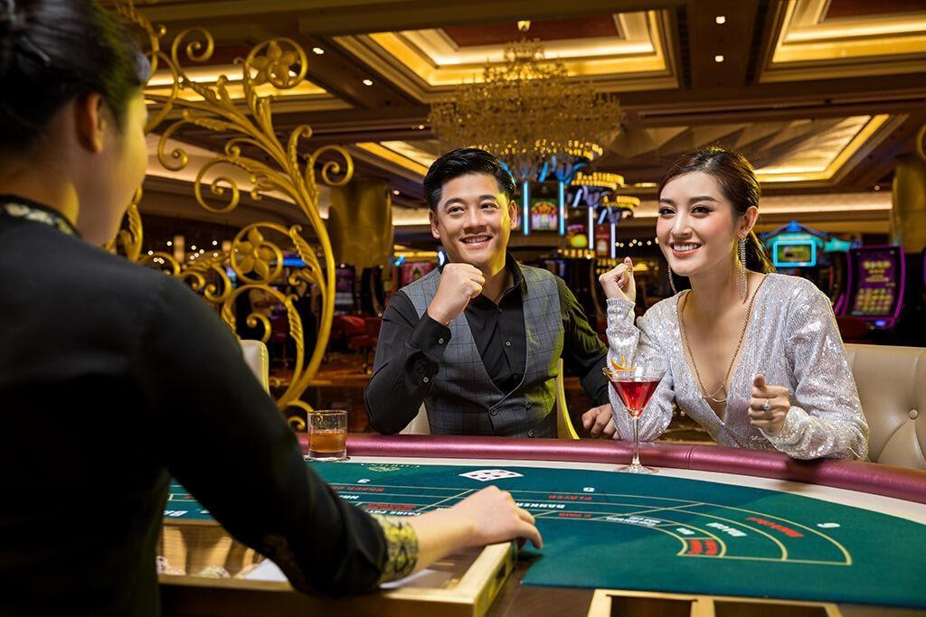Tại các casino người chơi đều được phục vụ thức ăn và đồ uống miễn phí